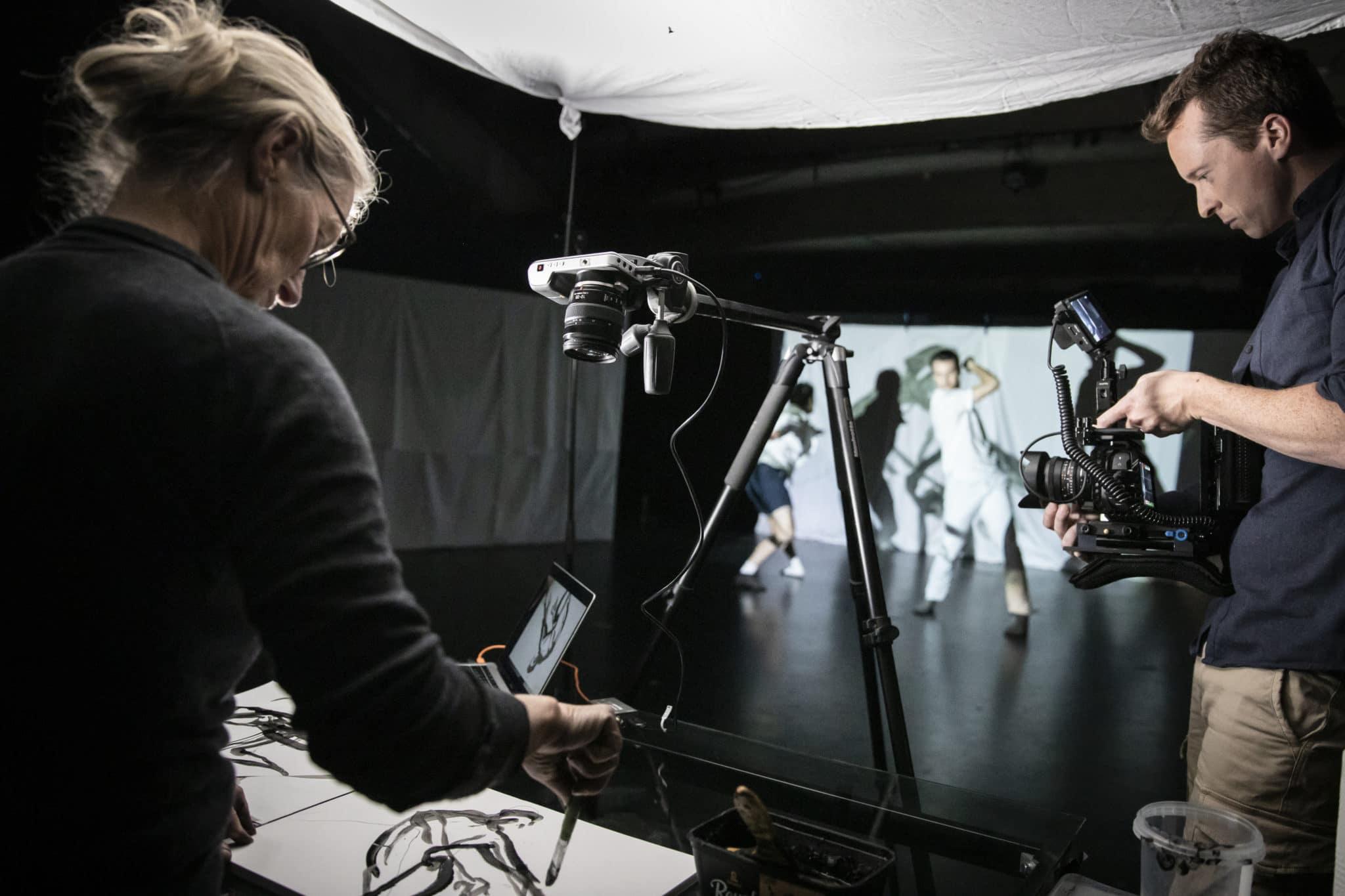 Tegnere, videokunstner og dansere i workshop