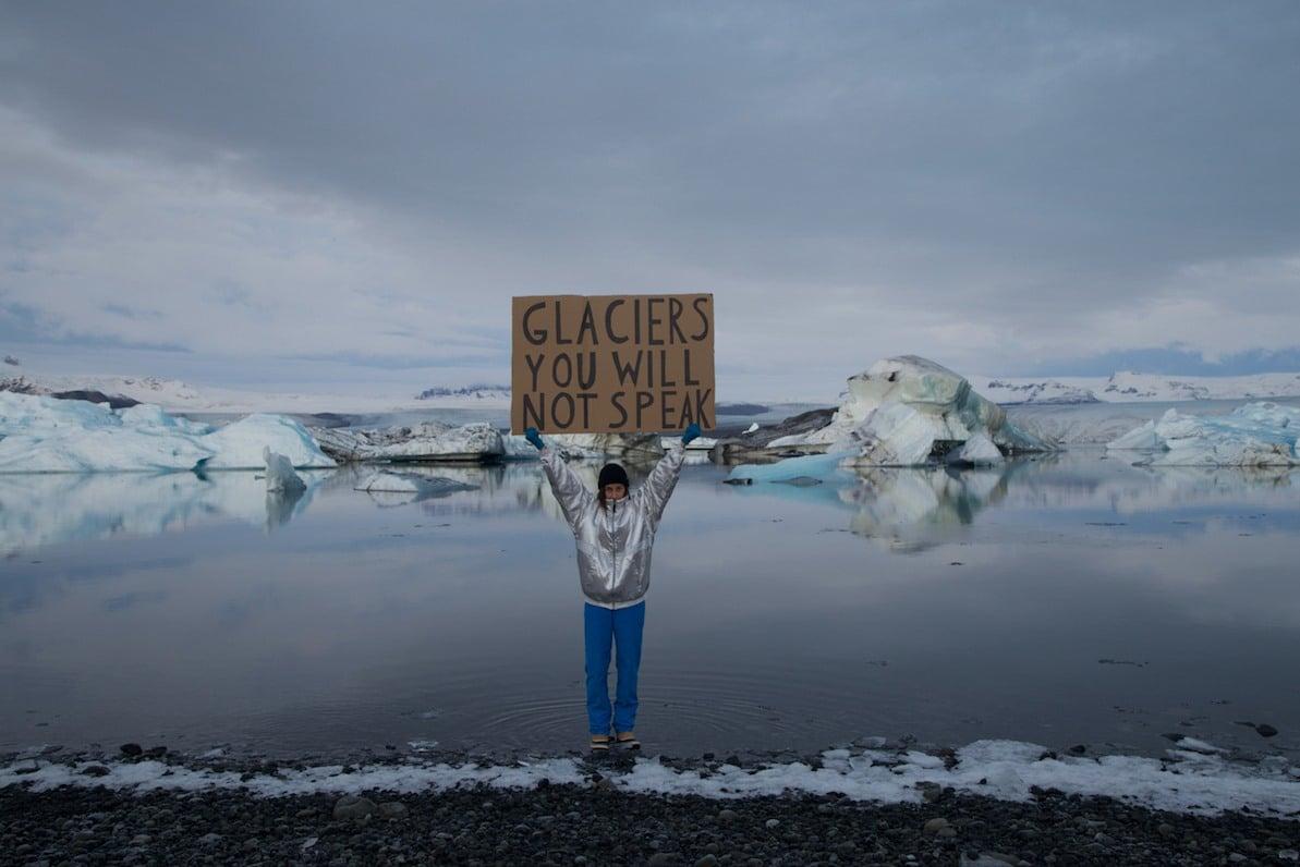 "Nastjas verk med skylten ""Glaciers you will not speak"""